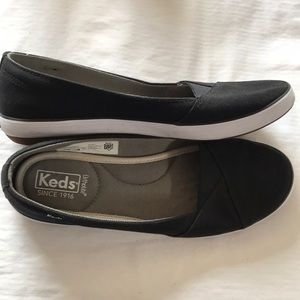 KEDS sneakers. NWOT. Size 9.